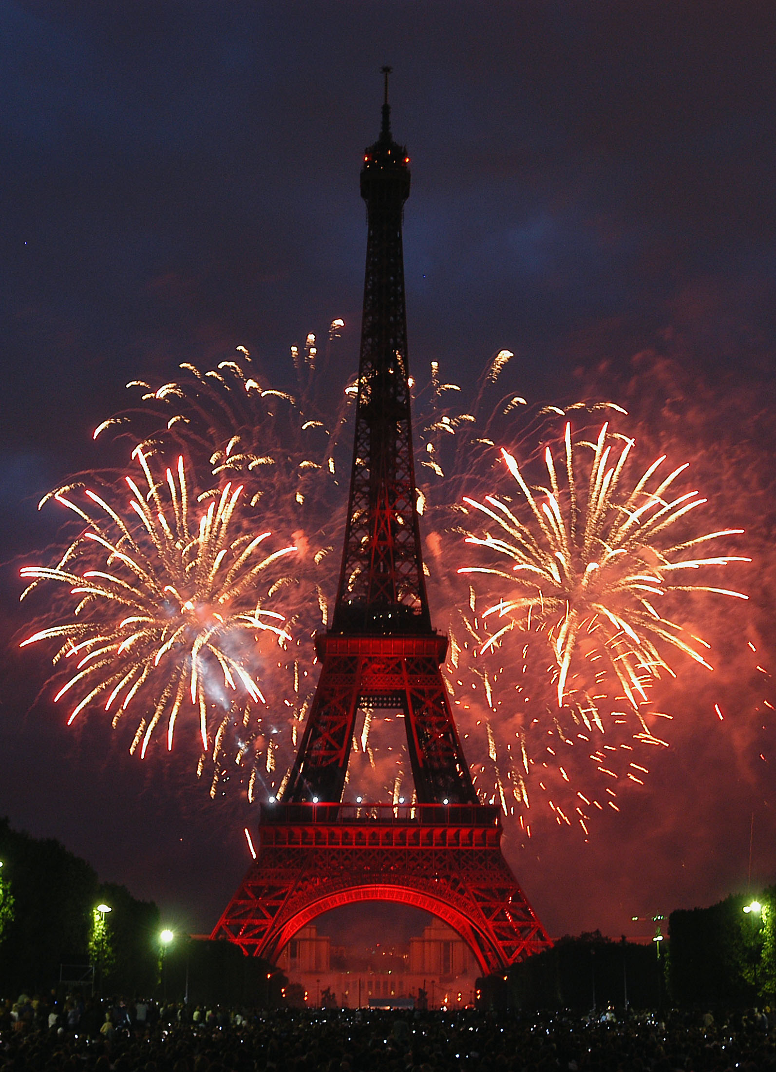 Fireworks explode 14 july 2004 over Troc